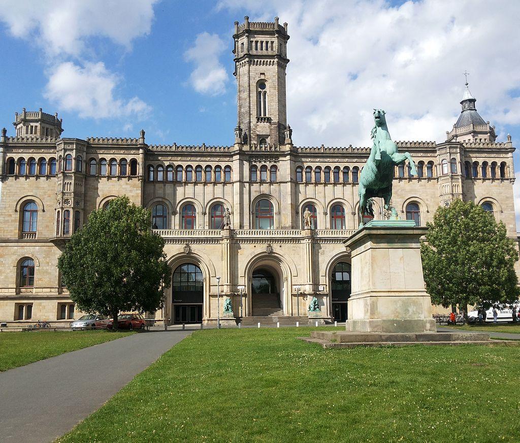 1024px-Leibniz_University_Hannover